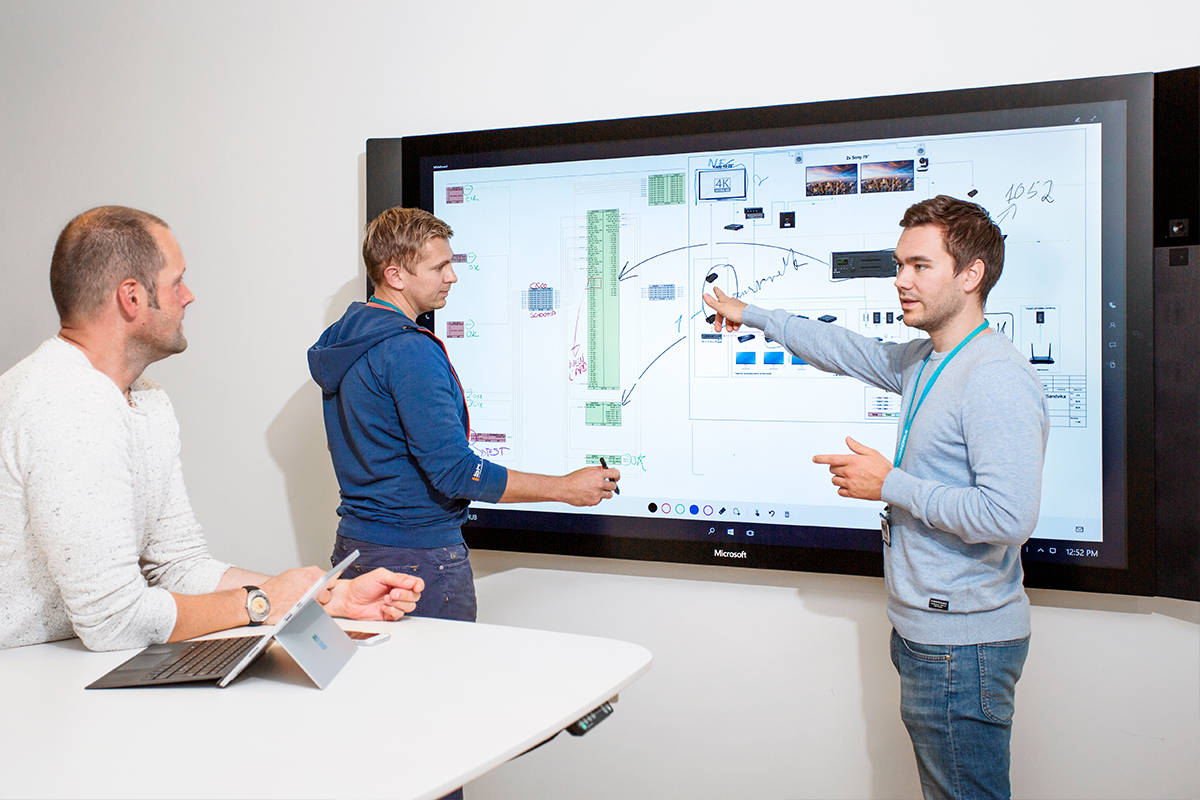 powerful-team-collaboration-with-microsoft-surface-hub